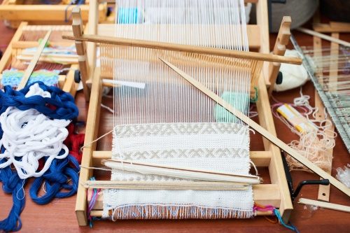 Visit the Woolery blog for a free guide to getting started with a Rigid Heddle loom.