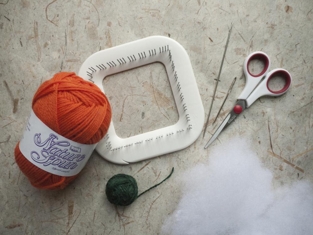 Materials needed to make Zoom Loom Pumpkin